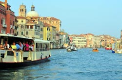 /resources/preview/103/venedig-boote.jpg
